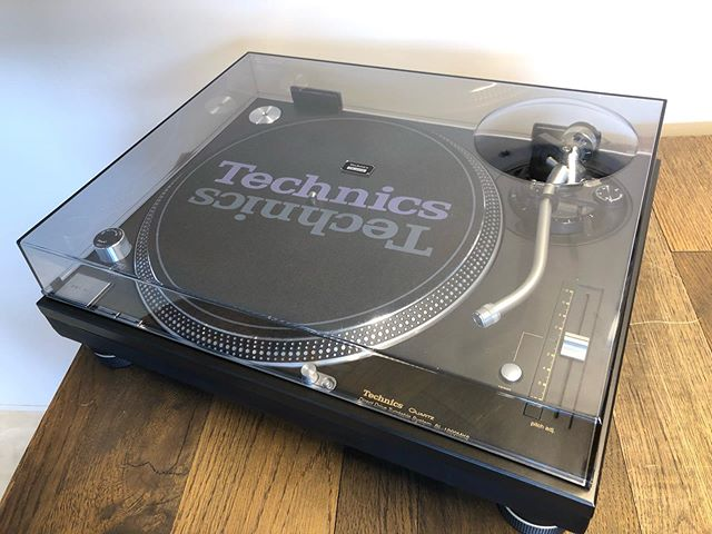 Technics SL-1200MK6 Direct Drive Turntable